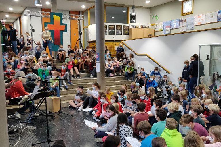 Lebendiger Kirchenort Schulhof