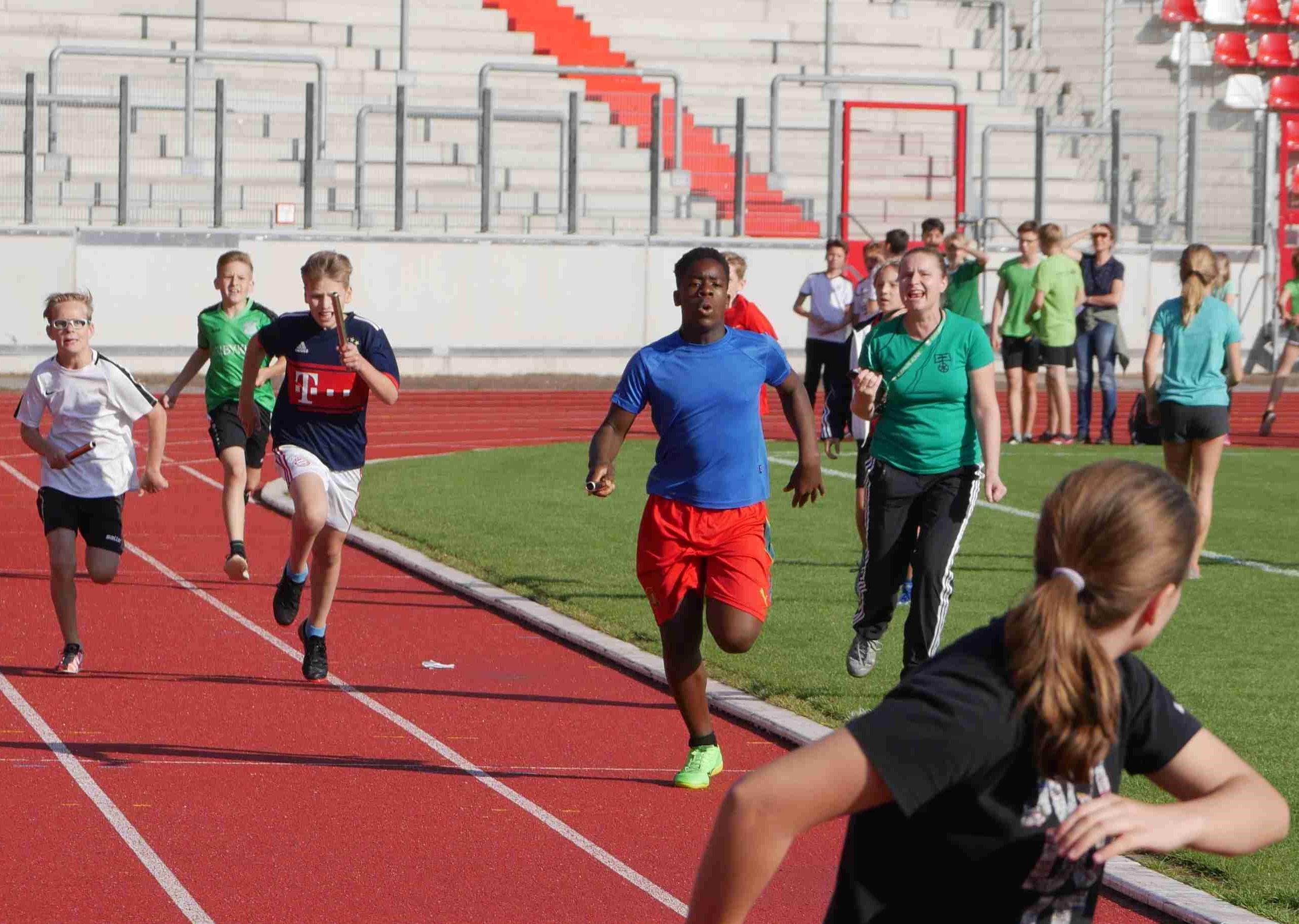 Hoch, schnell und weit ging es beim Leichtathletiktag