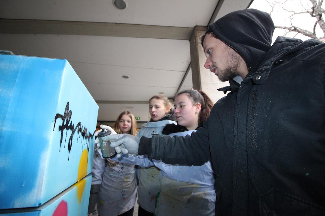 Burgerplaneten, Riesenköpfe und mehr beim Graffitiprojekt